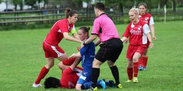 Une joueuse de football attaque son opposante à coups de poing ! (PHOTOS) - La DH