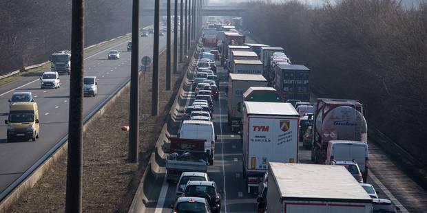 E19 à Jemappes : accident important impliquant un camion - La DH