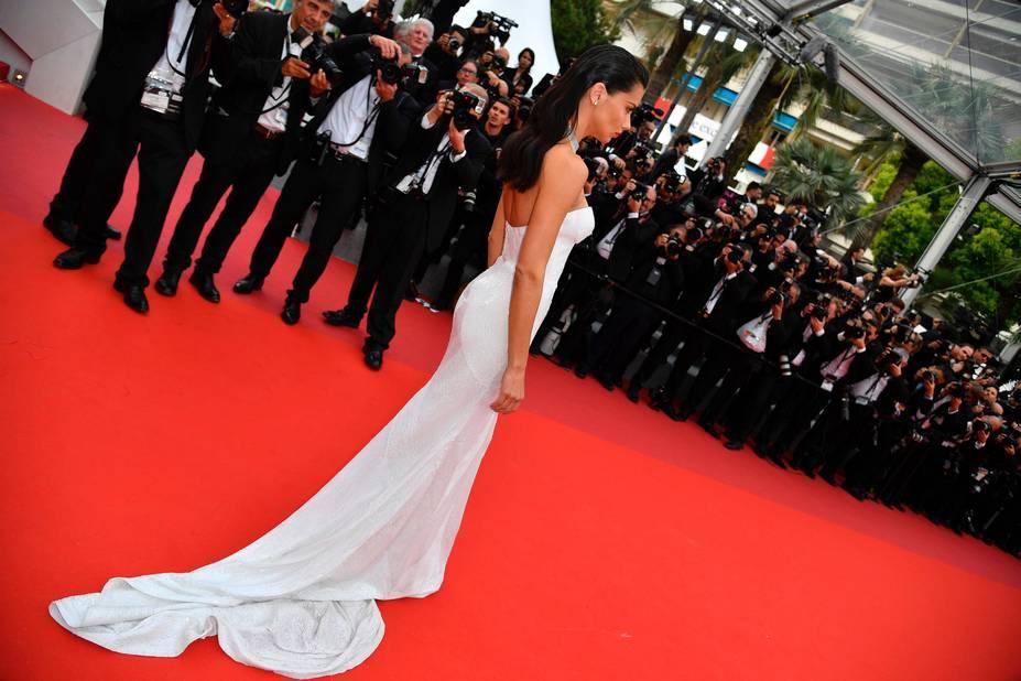 Une robe à traîne super glam