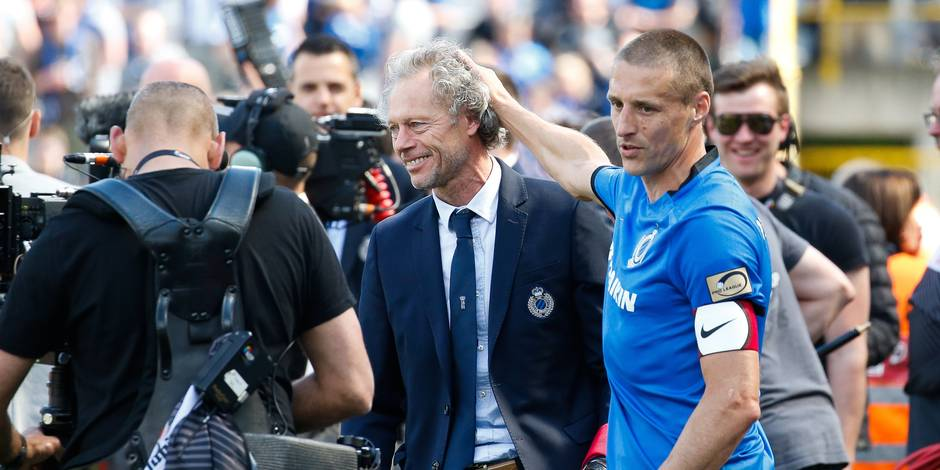 Club's head coach Michel Preud'homme and Club's Timmy Simons celebrate after the Jupiler Pro League match between Club Brugge and KAA Gent, in Brugge, Sunday 21 May 2017, on the last day of the Play-off 1 of the Belgian soccer championship. BELGA PHOTO BRUNO FAHY