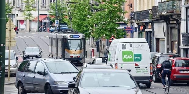 En heure de pointe, les bus et les trams se traînent à Bruxelles - La DH