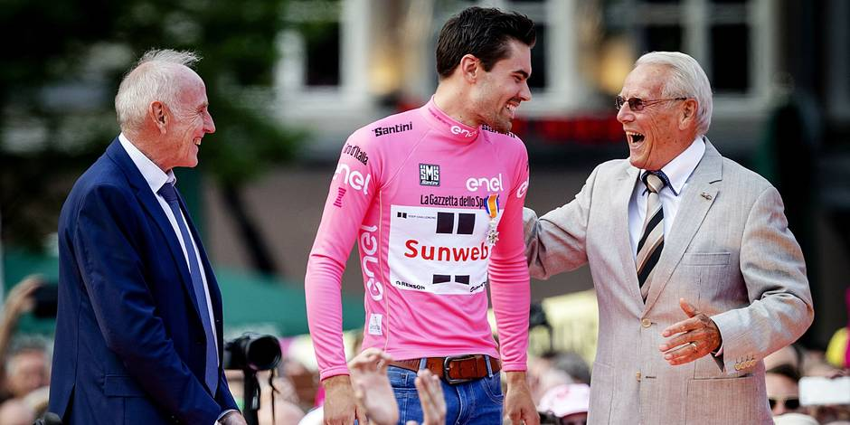 Dutch Cyclist Tom Dumoulin (C) is greeted by veteran compatriot cyclists Joop Zoetemelk (L) Jan Janssen during a ceremony in Maastricht on May 31, 2017 celebrating Dumoulin's feat as the first Dutch cyclist to win the Giro d'Italia. / AFP PHOTO / ANP / Robin van Lonkhuijsen / Netherlands OUT