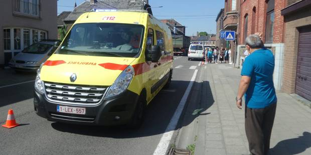 Un automobiliste accroche une jeune fille avec son rétroviseur à Châtelet - La DH