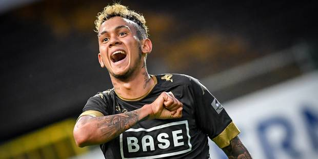 Standard's Junior Edmilson celebrates after scoring during the Jupiler Pro League match between Waasland-Beveren and Standard de Liege, in Beveren-Waas, Tuesday 16 May 2017, match 9 out of 10 in the Play-off 2A of the Belgian soccer championship. BELGA PHOTO LUC CLAESSEN