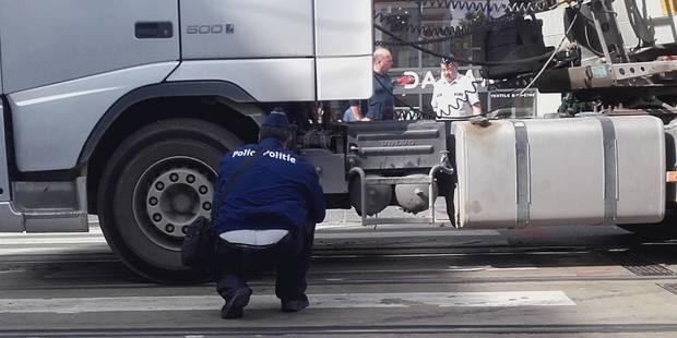 Accident place Louise à Bruxelles: une cycliste de 24 ans sous les roues d'un camion - La DH