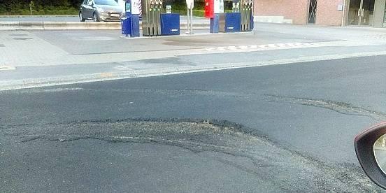 Mont-Saint-Guibert : une route à peine refaite, déjà dégradée - La DH