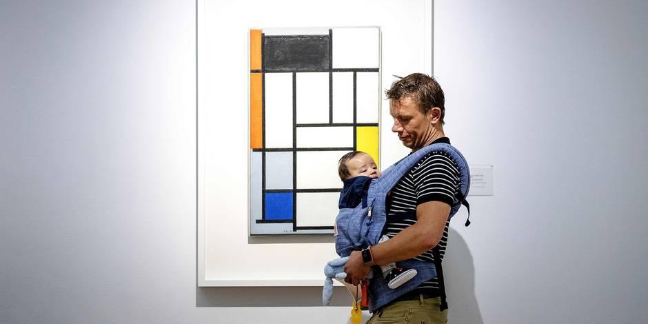 Les bébés fascinés par les oeuvres et les couleurs de l'artiste Piet Mondrian !