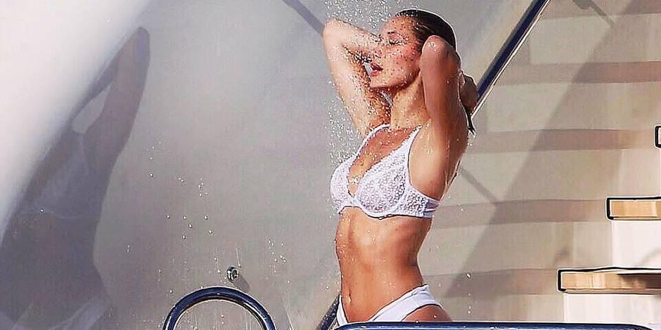 Bella Hadid prend sa douche en sous-vêtements...