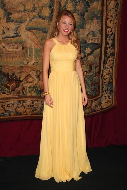 La même année en 2007, elle tente la robe jaune très