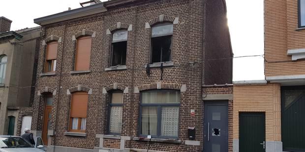 Une habitation ravagée par un incendie suspect à Marcinelle - La DH