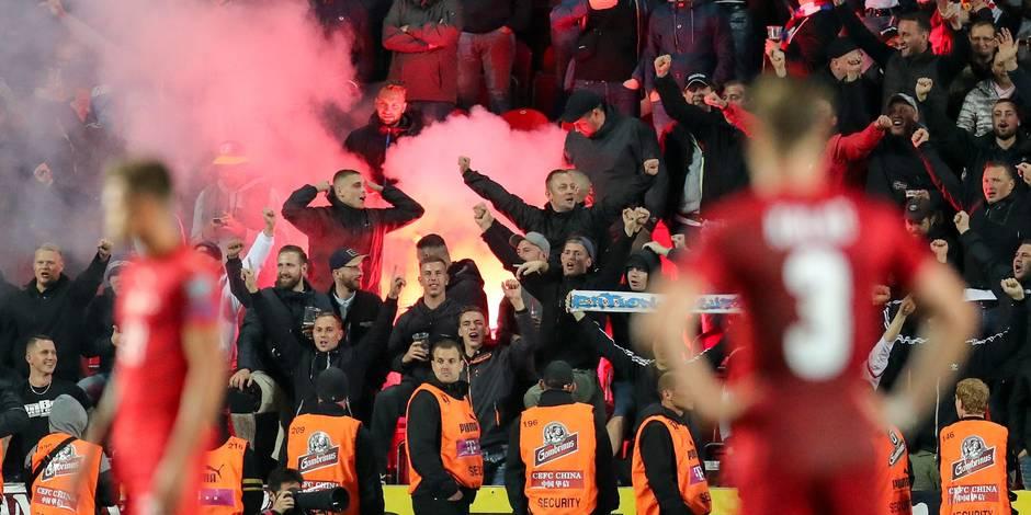 Les Allemands ne saluent pas leurs supporters après avoir entendu des slogans nazis... de leur propre public