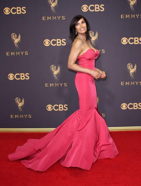 la présentatrice TV Padma Lakshmi dans une robe très Jessica Rabbitt