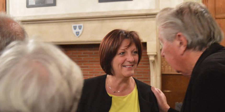 Mouscron : Très émue, Brigitte Aubert est officiellement bourgmestre des Hurlus