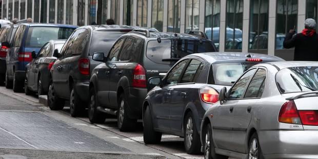 Les taxis clandestins à nouveau interdits autour de la gare du Midi - La DH