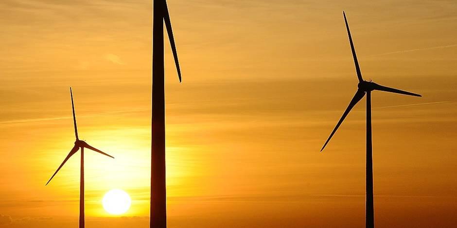 Eoliennes énergie verte vert bio développement durable écologie électricité naturel pylône poteau vent lumière soleil câble fournisseur renouvelable