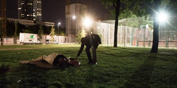 Des bénévoles dénoncent de nouvelles interpellations de migrants au Parc Maximilien - La DH