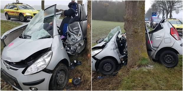 Hantes-Wihéries: Une voiture s'enroule autour d'un arbre - La DH