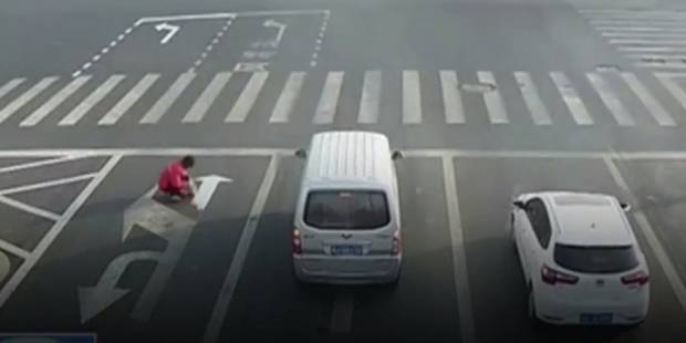 Un Chinois peint ses propres marquages sur la route pour rentrer plus vite chez lui - La DH