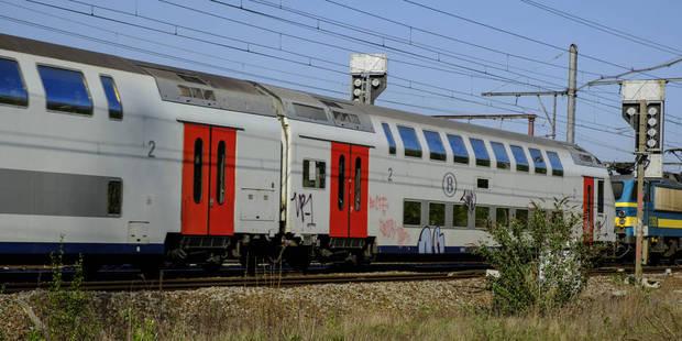Jurbise: un train percute une voiture immobilisée sur les voies - La DH