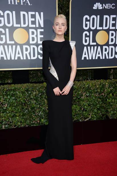 Saoirse Ronan, très grave pour cette entrée sur tapis rouge