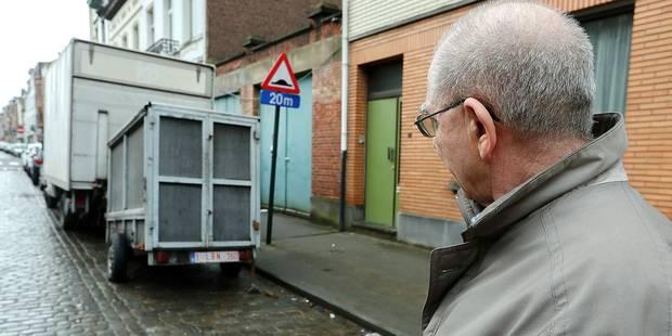 Des remorques monopolisent les places de parking à Laeken - La DH