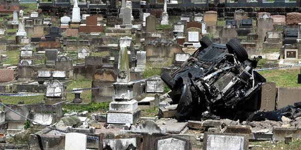 Alcoolisé, il termine sa course dans un cimetière et détruit sa voiture - La DH