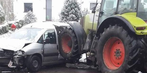 Un tracteur percute une camionnette à Gozée ( - La DH