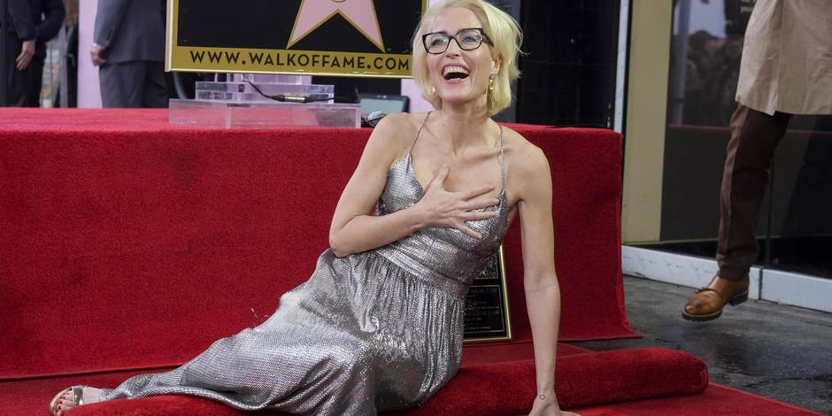Gillian Anderson nue contre la fourrure