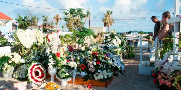 La tombe de Johnny Hallyday prise d'assaut: des règles mises en place pour éviter le tourisme funèbre de masse - La DH