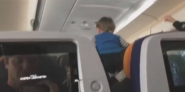 Un enfant démoniaque crie et court pendant les 8 heures de vol - La DH