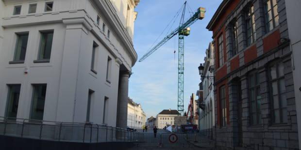 Une grue menace de s'effondrer à Tournai, une cinquantaine d'habitants de la place Reine Astrid relogés - La DH