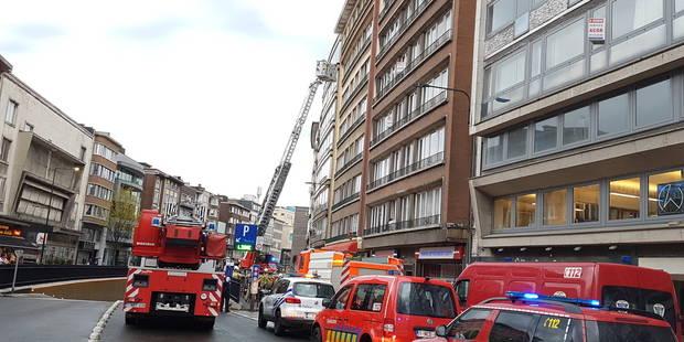 f168164456191 Charleroi  deux victimes évacuées par la nacelle - La DH